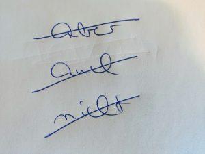 Handgeschriebene Liste mit durchgestrichenen Füllwörtern