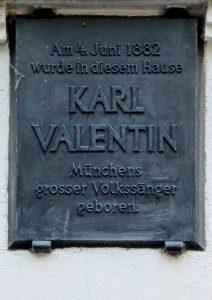 Foto der Gedenktafel am Geburtshaus von Karl Valentin