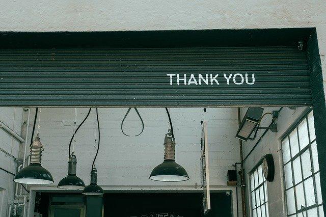 """Fensterladen mit der Aufschrift """"Thank You"""""""